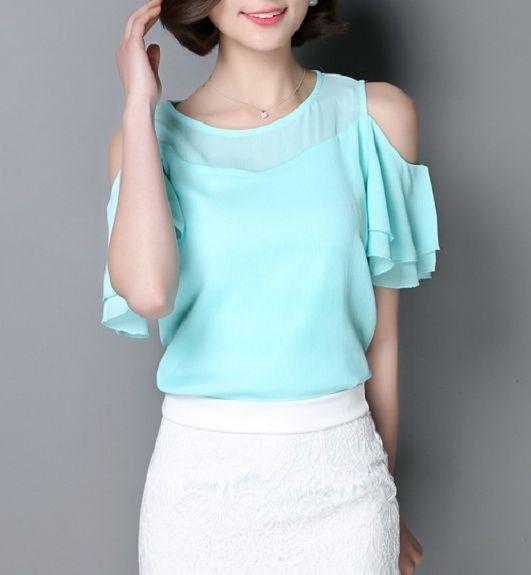 blusa de gasa cuello redondo con mangas cortas con volados y hombros