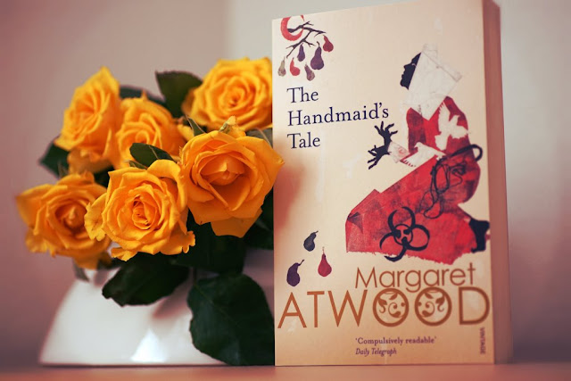 The Handmaid's Tale - Margaret Atwood. Rezension/Review www.nanawhatelse.at