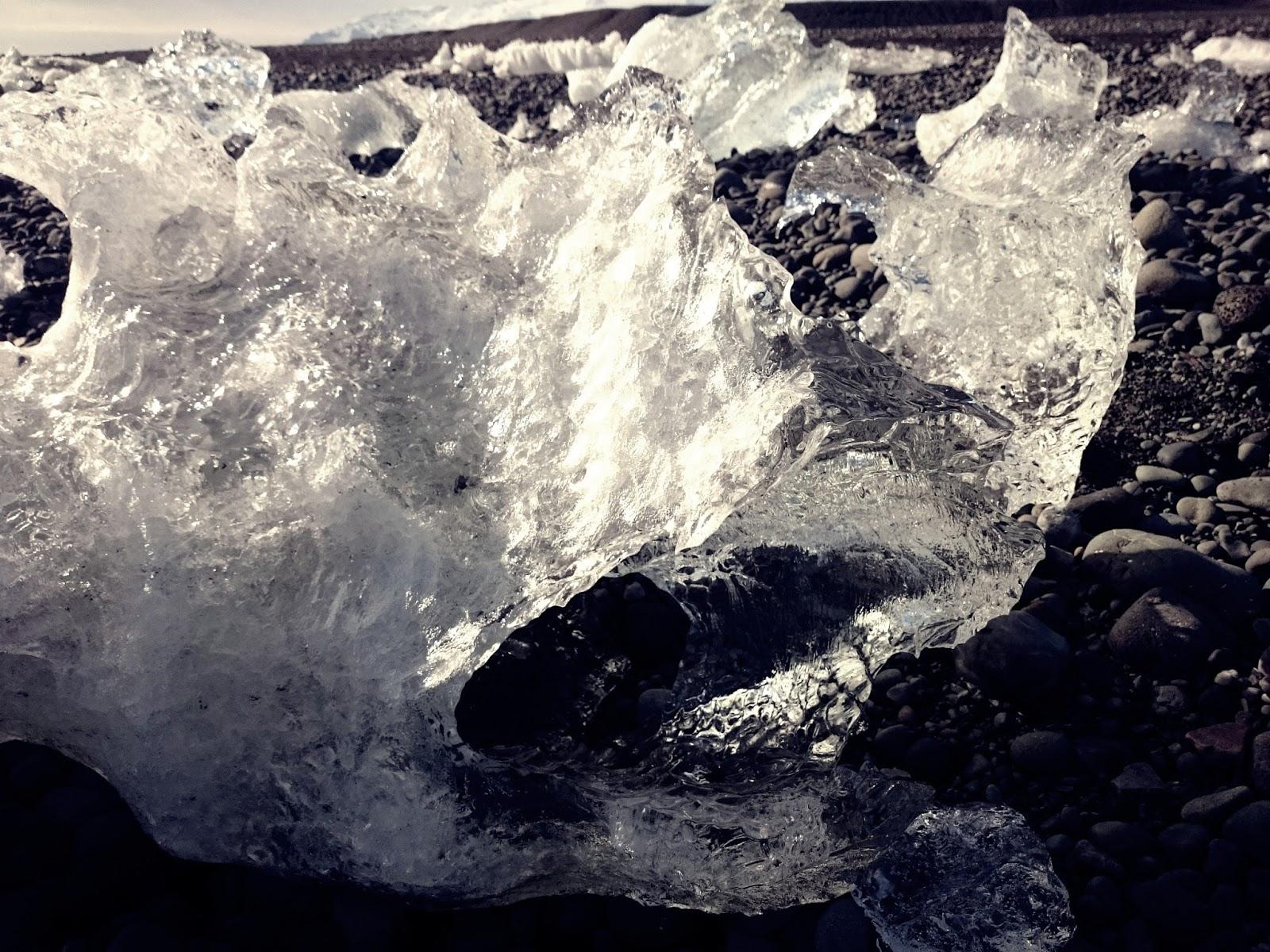 bryła lodu, czarna plaża, Laguna Lodowcowa, Islandia, Ice Lagoon, Jokulsarlon, lodowiec,, panidorcia, blog o Islandii