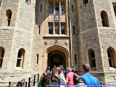 Pabellón donde se exponen la colección de joyas de la Corona de Inglaterra en Torre de Londres.