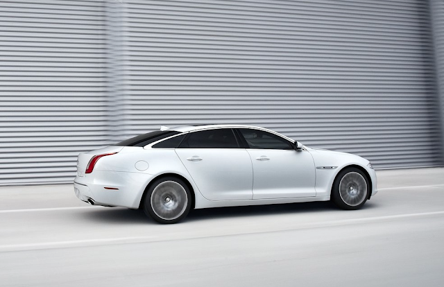 2013 JAguar XJ white