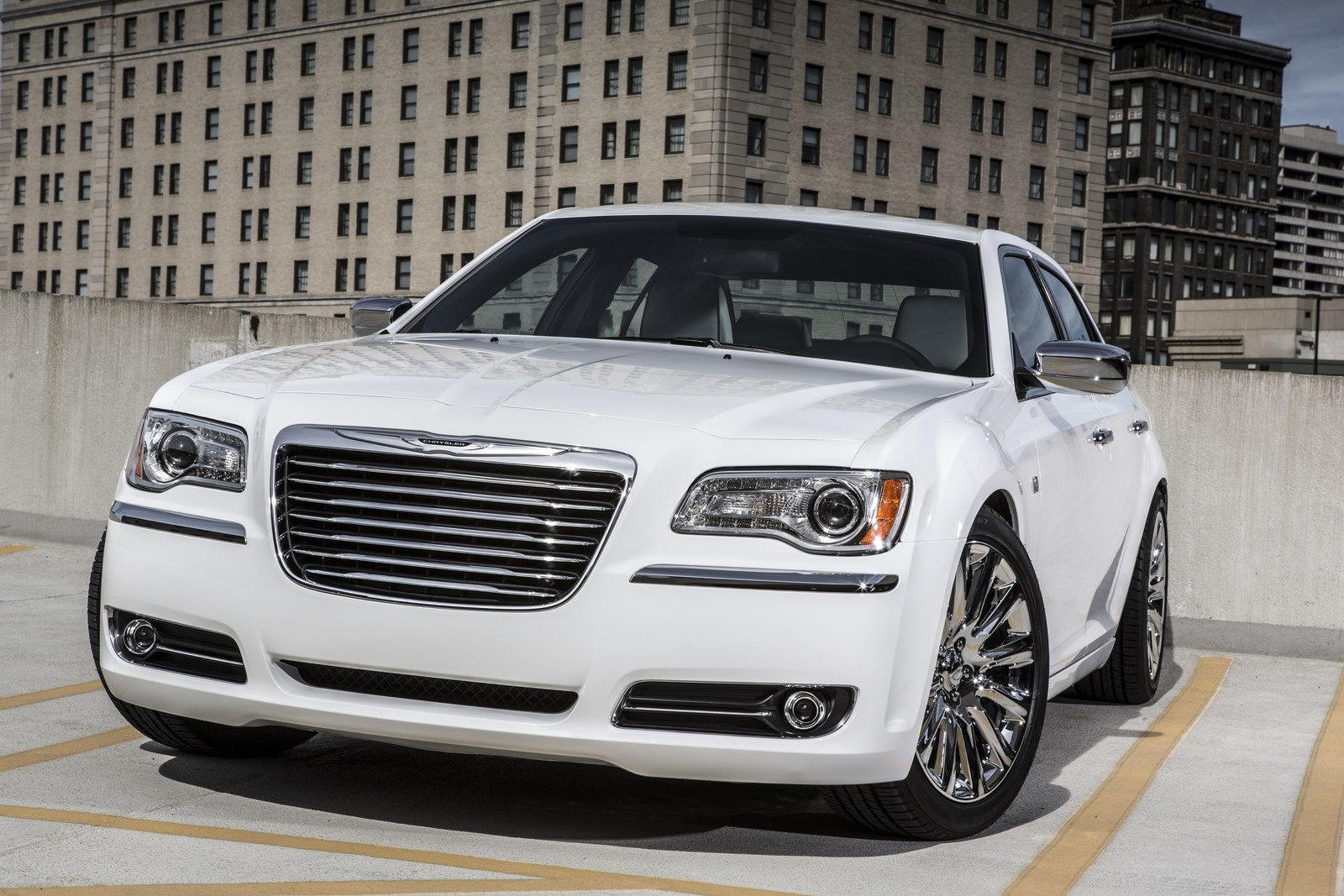 chrysler 300 motown edition 2013 2014 with video garage car. Black Bedroom Furniture Sets. Home Design Ideas