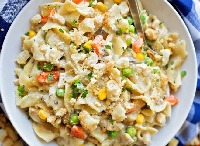 One-Pot Creamy Chicken Pot Pie Noodles #easy #dinner