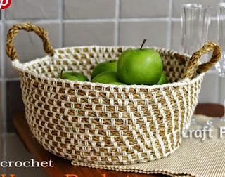 http://translate.google.es/translate?hl=es&sl=en&u=http://www.craftpassion.com/2012/07/crochet-hemp-basket.html/2&prev=/search%3Fq%3Dhttp://www.craftpassion.com/2012/07/crochet-hemp-basket.html/2%26safe%3Doff%26biw%3D1429%26bih%3D961