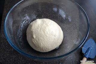 Wyrobione ciasto - początek fermentacji