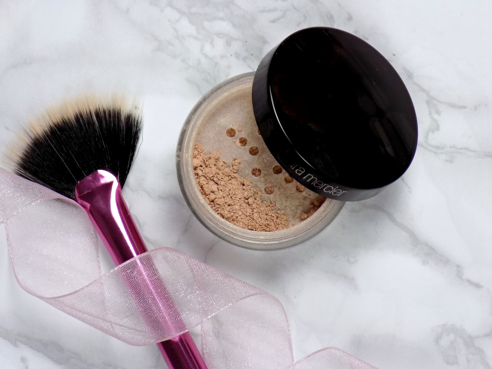 Laura Mercier Illuminating Powder in Candlelight