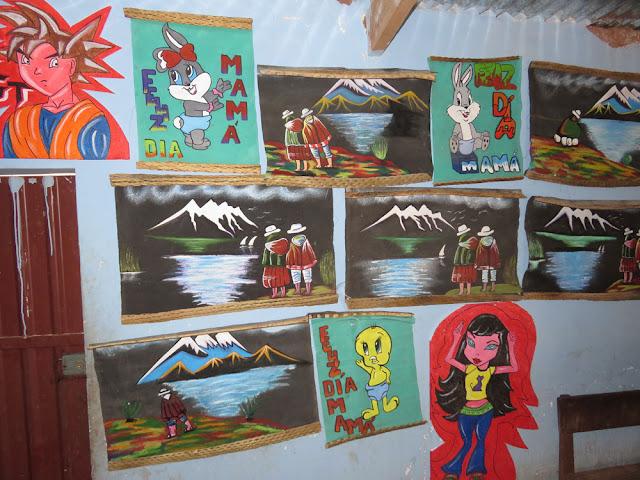 Die Grundschule hat gestern eine Ausstellung zum Schuljahresende veranstaltet. Das Foto zeigt Gemälde der Sechstklässler.