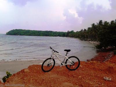 Sepedanya narsis dibeberapa sudut pantai