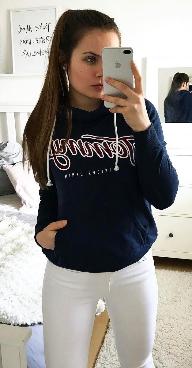 printed sweatshirt + white skinnies