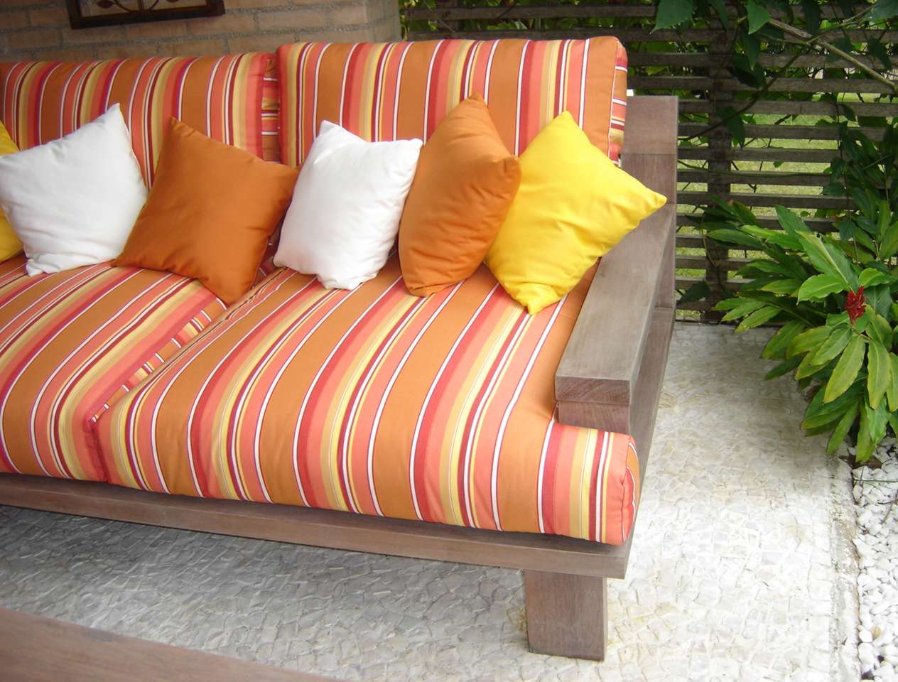 de Piscina.: Fabricamos Almofadas para sofá de madeira de área #A97922 1264x960