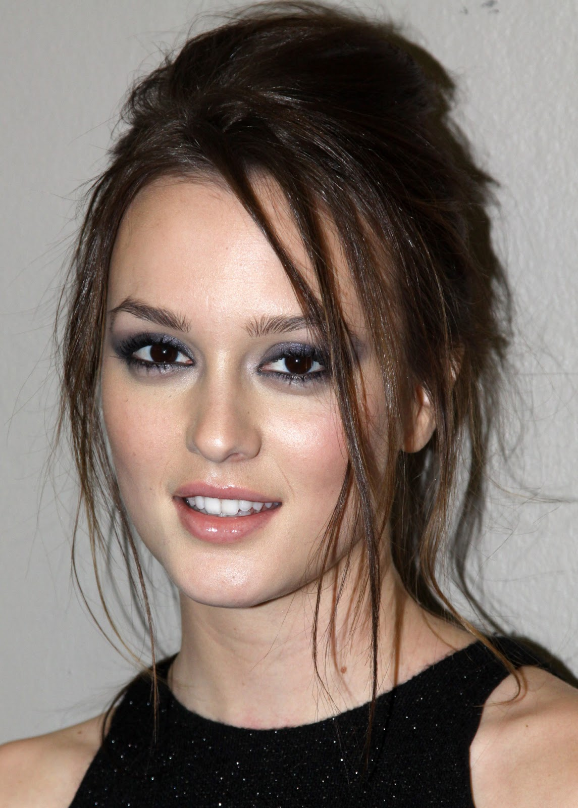 Leighton Meester Images Fashion Magazine Hd Wallpaper And: MrHDwallpaper: Leighton Meester Hot Hd Wallpapers