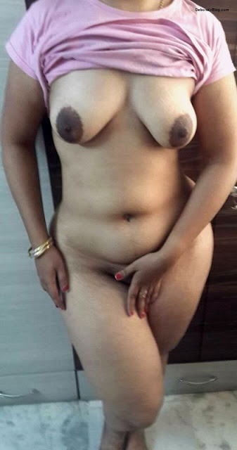 bhabhi ke gore boobs,sexy bhabhi hot boobs,desi maal,bhabhi ki dood