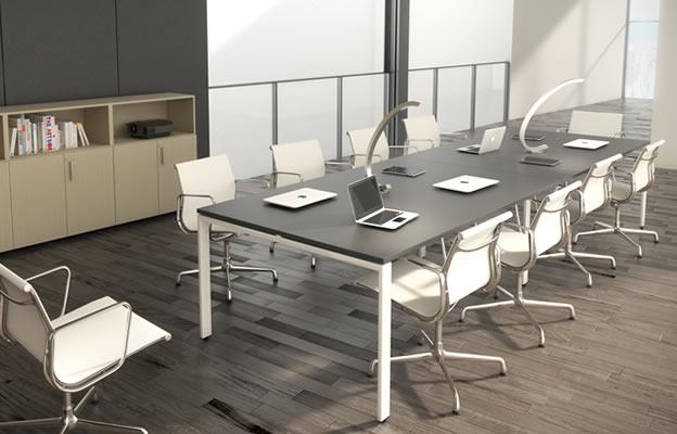 mesa de reunión en madera y blanco chicanddeco