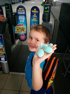 Big Boy waving goodbye at the ticket barrier