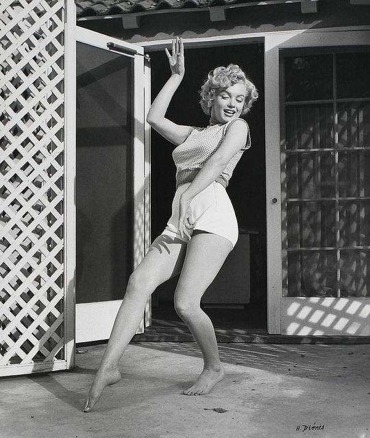 Interesting BW Portraits of Marilyn Monroe in Short at