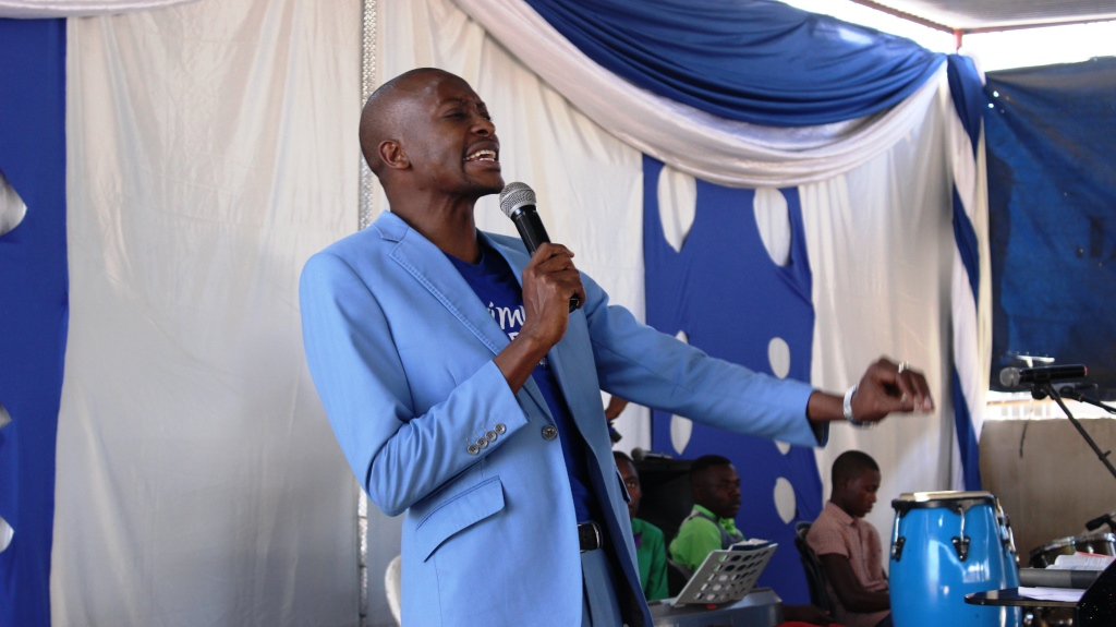 Apostle Pride Sibiya Preaching At The Glory Ministries Mega Sunday #Tiyambuke