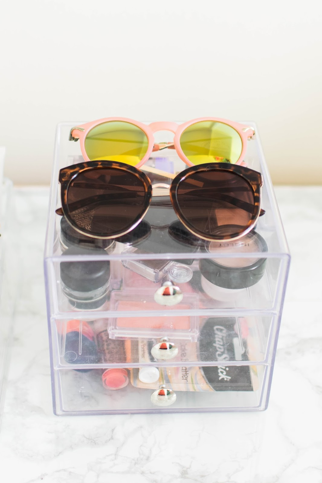 Dorm Organization Ideas for Makeup - TheBellaInsider.com
