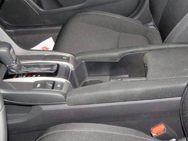 Novo Honda Civic 2017 - porta-objetos em plástico sem revestimento