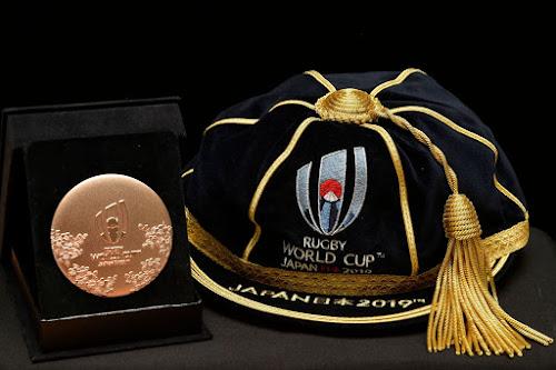 El Cap que recibirán los jugadores y la medalla para el staff en la bienvenida a #RWC2019 #Japan2019