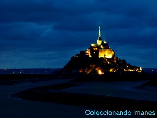 Foto nocturna al Monte Saint Michel