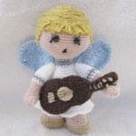 http://www.galamigurumis.com/angel-cantor-angel-tocaor-patron-amigurumis/