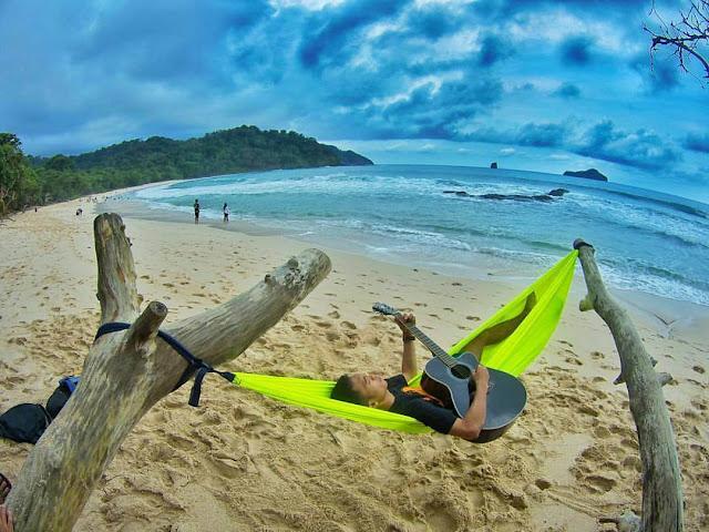 hammock di pantai sendiki malang