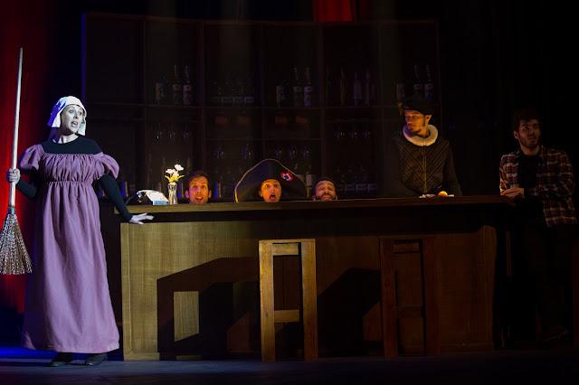 Lusitania-Comedy-Club-elenco-a-cantar