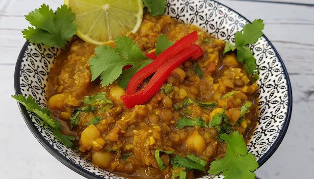 Harira o sopa marroquí vegana de garbanzos y lentejas