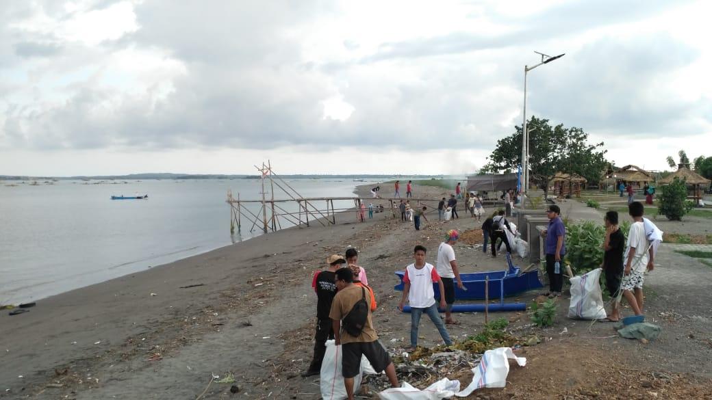 Kegiatan Bersih Pantai Lungkak