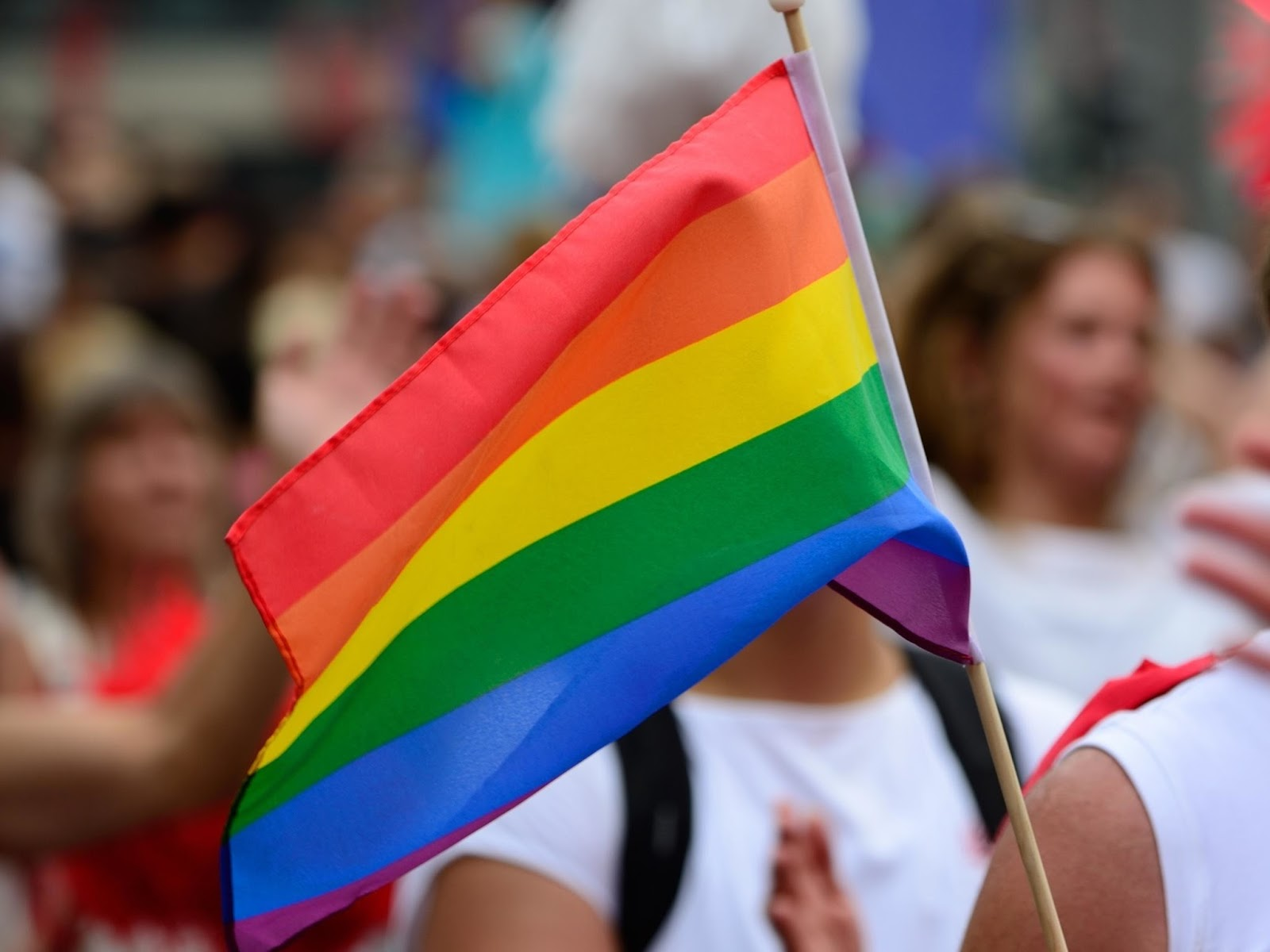 Twitter libera hashtag com emoji da bandeira do arco íris para Parada LGBT de SP