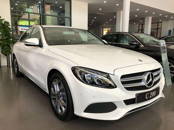 Xe Mercedes C200 giá bao nhiêu - Được trang bị những gì?