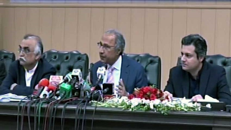 Dr Hafeez Shaikh addressing presser on Pakistan economy