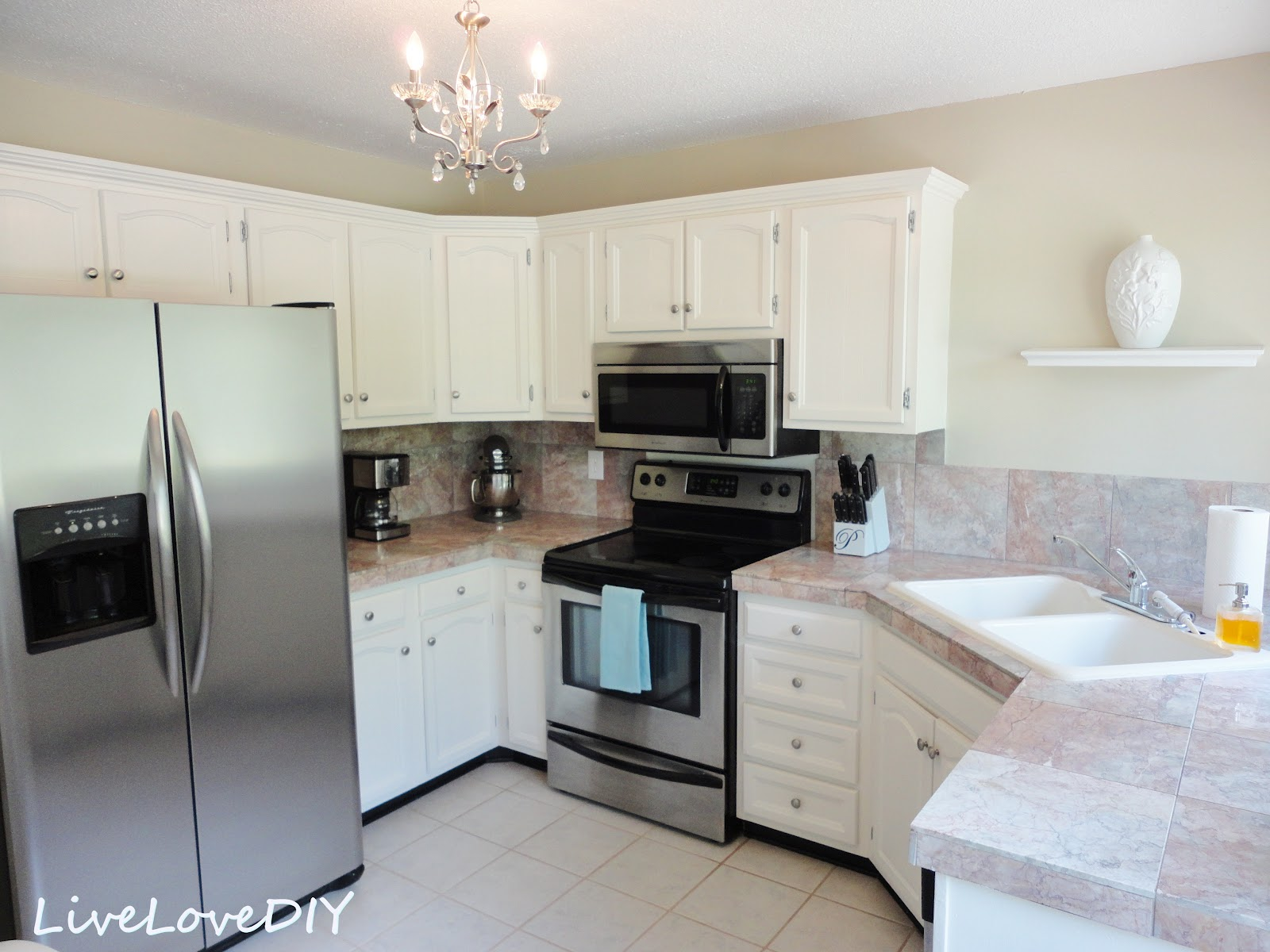 Kitchen Cabinet Chalk Paint Makeover | Creative Home
