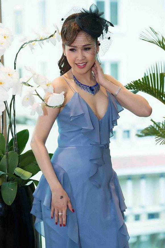 'Gái nhảy' Minh Thư diện váy xanh tiên cá khoe vẻ đẹp gợi cảm tuổi 42 -7