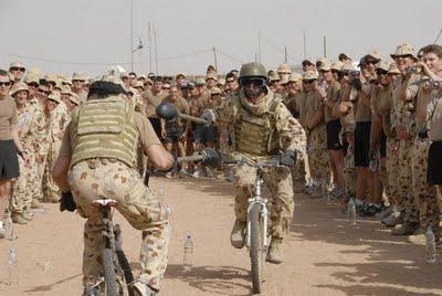 militer lucu