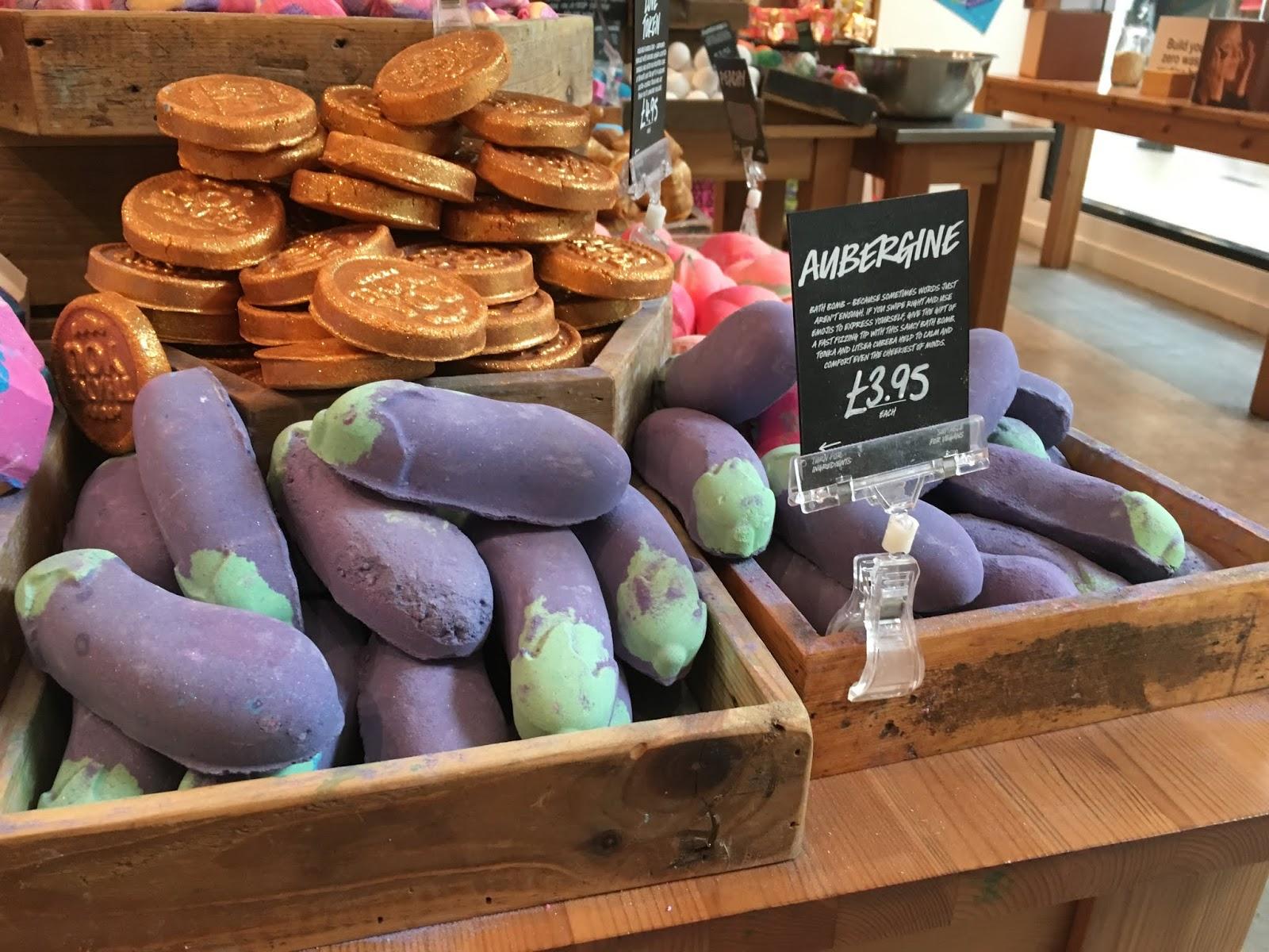lush-aubergine-bath-bomb