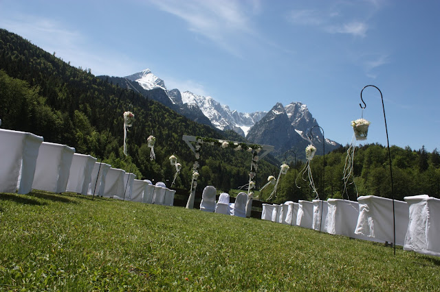 Trauung auf der Bergwiese, Garmisch-Partenkirchen, Bayern, Riessersee Hotel, Bergpanorama und Seeblick - Wedding ceremony in the Bavarian mountains