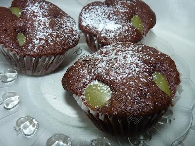 Muffinki czekoladowe z winogronem