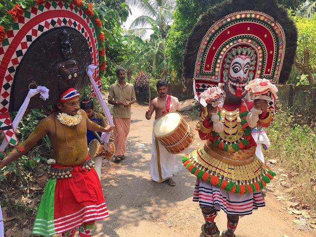 Danza ritual poothan y Thira Kerala