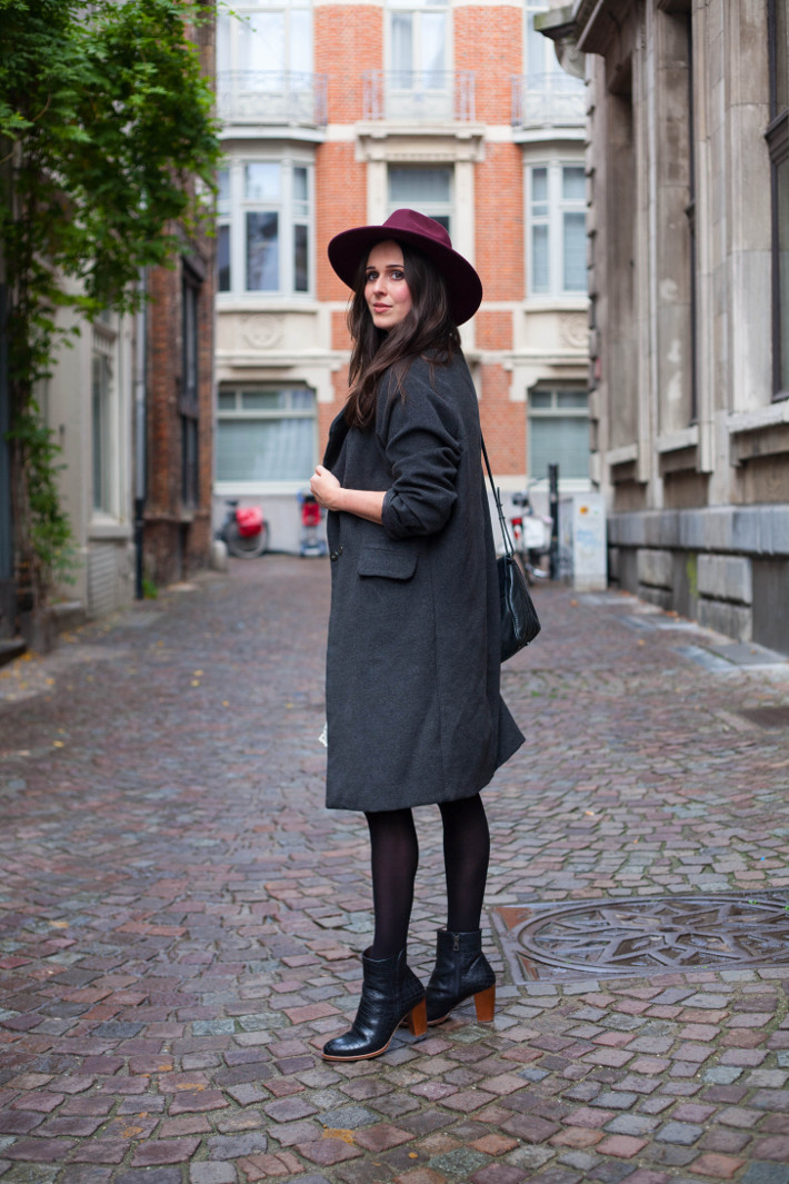 Outfit: French bohémienne in maxi coat, wide brim hat