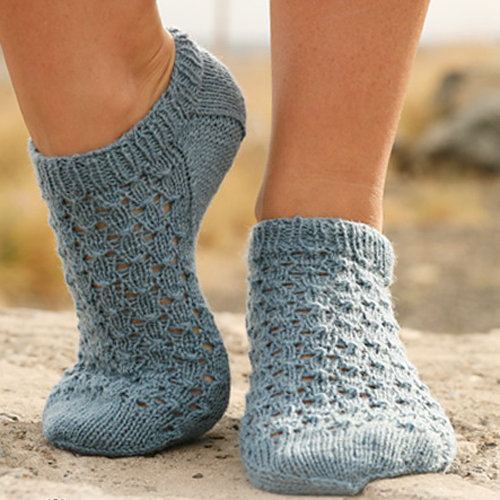 Knitted Ankle Socks with Lace - Free Pattern
