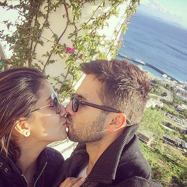 Shahid kapoor, Mira Rajput, Anniversary, kissing, Pic,
