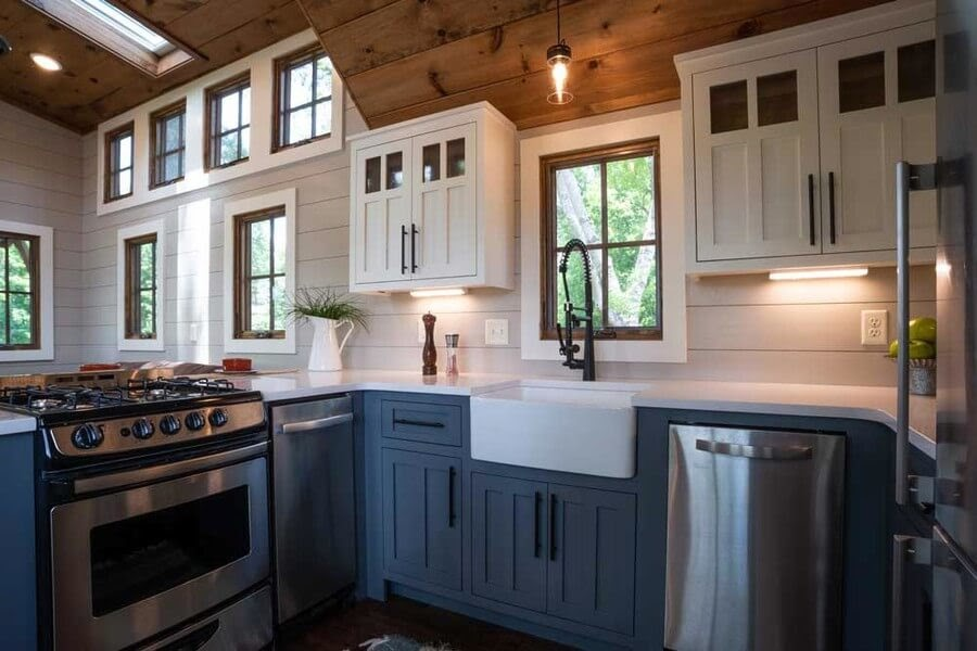 04-Kitchen-Timbercraft-Architecture-in-Mobile-Tiny-House-www-designstack-co