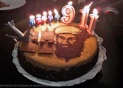 Lustige ausgefallene Torte zum Jahretag mit Kerzen