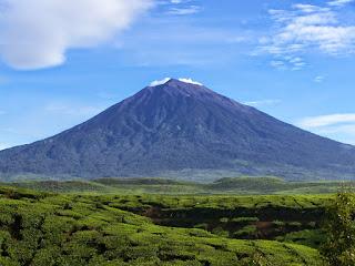 Gunung Kerinci di Sumatera