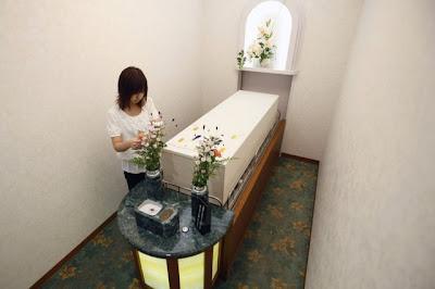 فندق للاموات فى اليابان