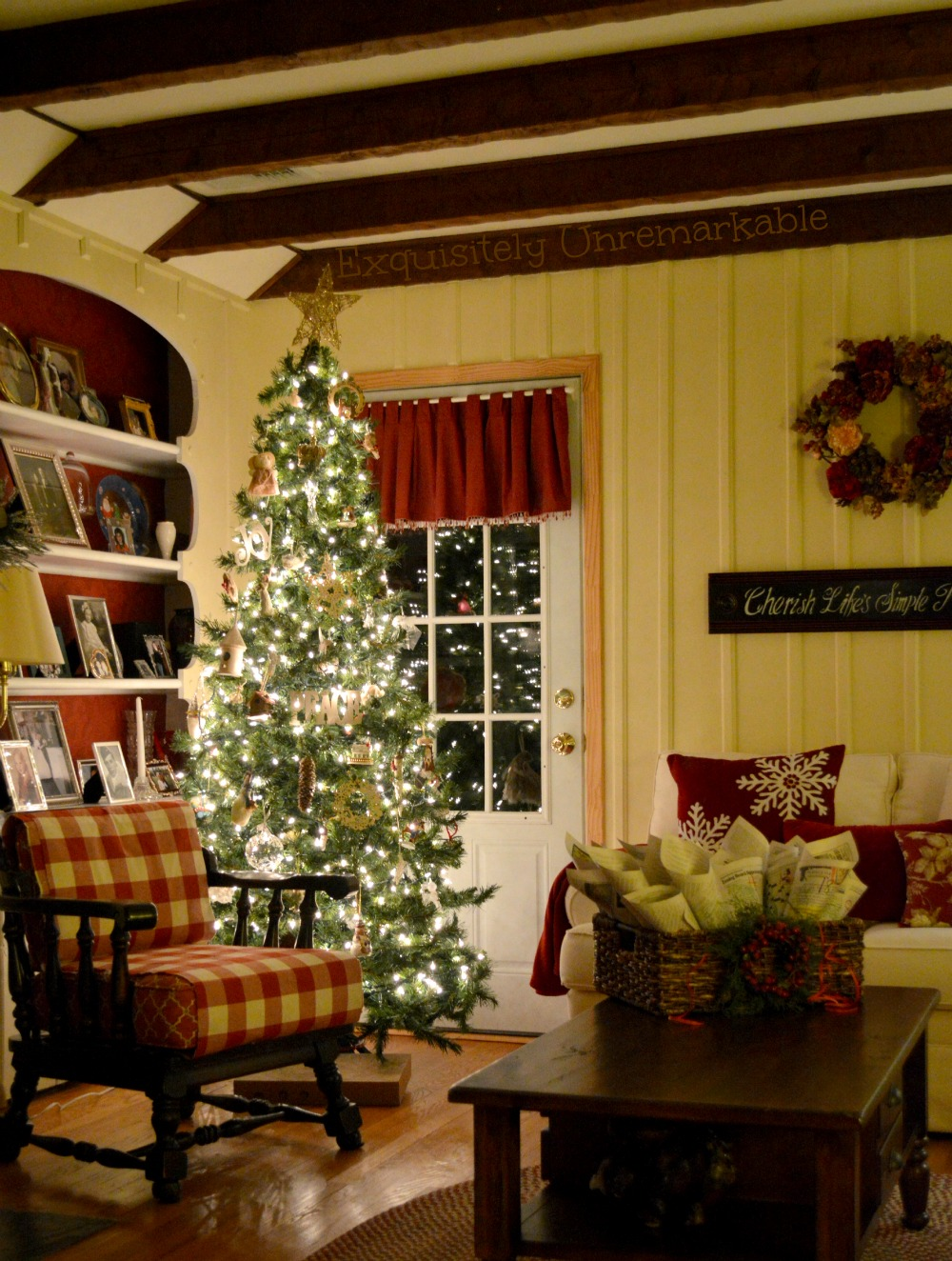 Decorating A Living Room Wallpaper: A Simple, Rustic Christmas