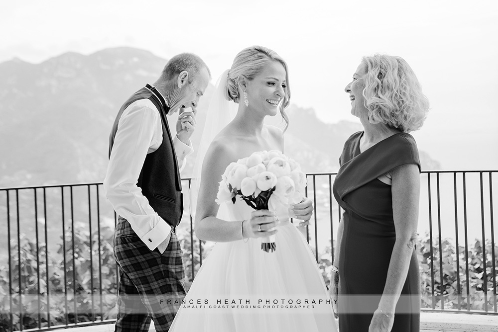 Bride portait with her parents laughing