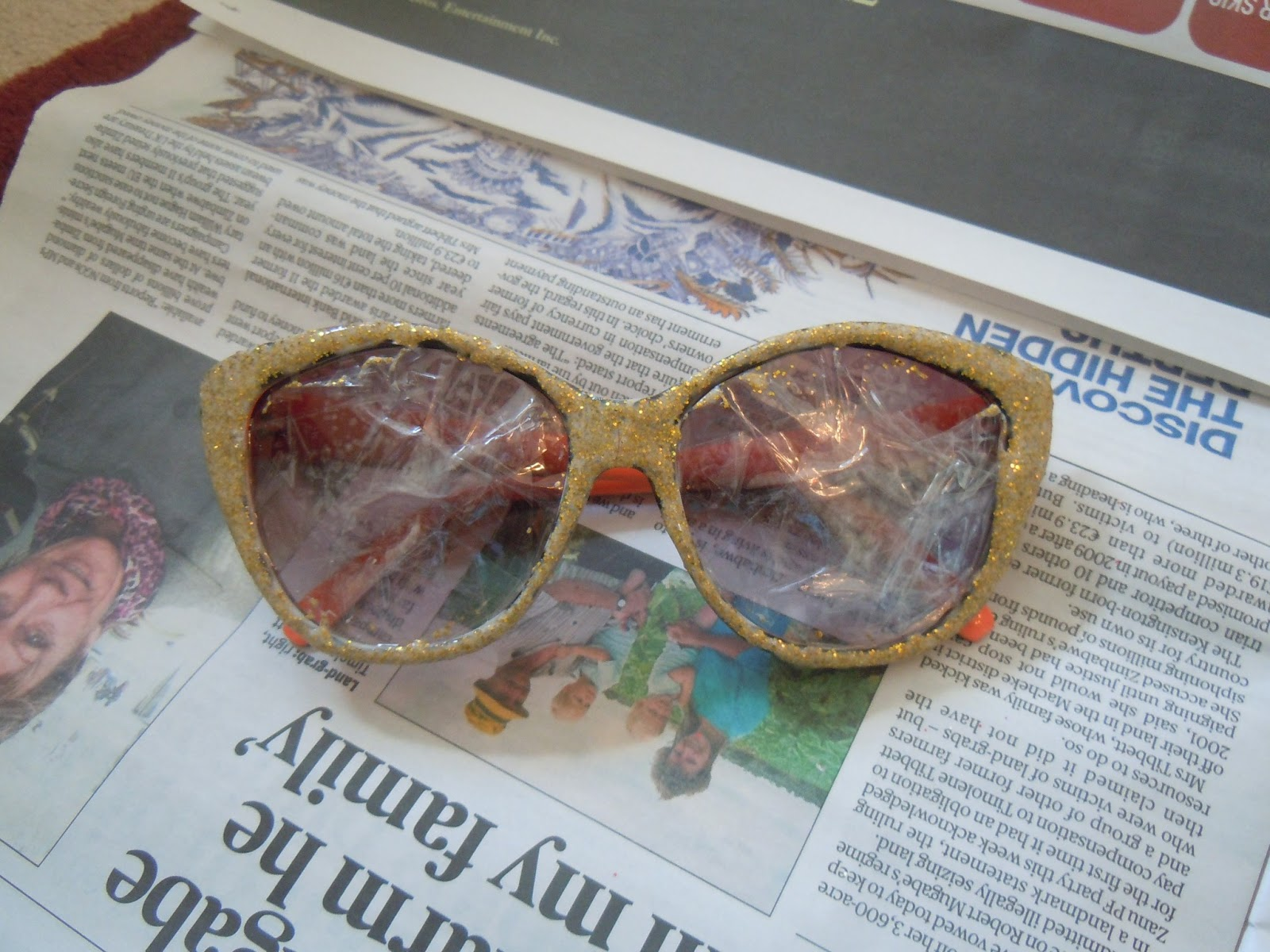 4baa1a1c1a3c Now comes the fun part  Paint the frame with 2-3 coats of the glitter glue!  Leave the sunnies to dry