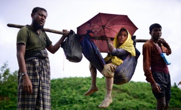 Wanita Rohingya ini Melahirkan dalam Perjalanan ke Bangladesh